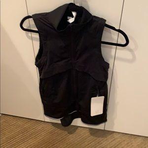 NWT Lululemon Kicking Asphalt Vest, Size 4